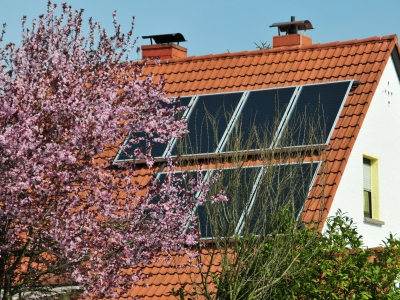 Solarstromanlage Einfamilienhaus (Dr. Klaus-Uwe Gerhardt  / pixelio.de)